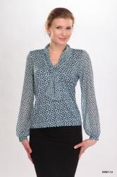 Трикотажная блуза с длиным рукавом, выполненным из шифона. Оригинальный воротник-шалька, выыполненный из шифона, переходит через петлю в шарфик, свободно спадая на грудь. Незаменимая модель в женском гардеробе, которая может использоваться как самостоятельная часть женского образа, так и составлять комплект с жакетами, жилетами.